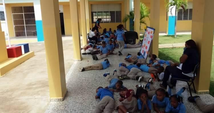 Estudiantes y maestra se intoxican en escuela de Nagua según El Caribe