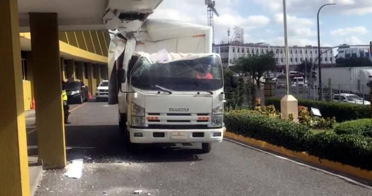 Camión se estrella en parte frontal de la JCE