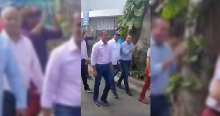 Domingo Contreras es recibido con «cacerolazos» en el sector Los Ríos