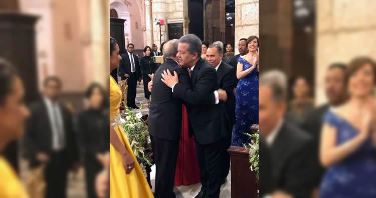 El abrazo de Danilo y Leonel en la boda de la hija del presidente Medina