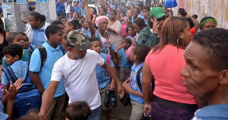 Profesores niegan versión sobre violación en escuela de Villa Juana