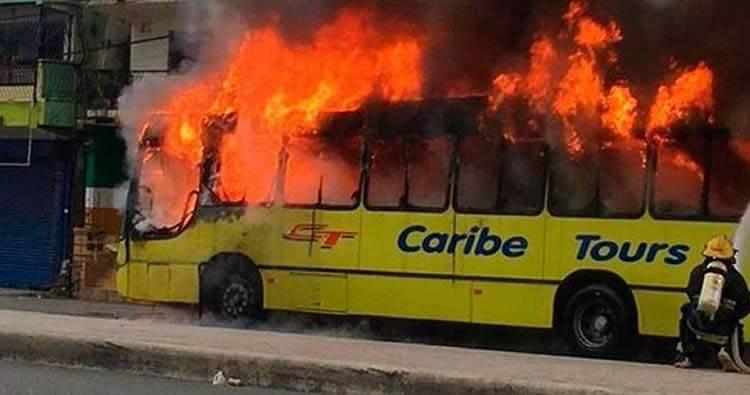 Video: incendio de guagua Caribe Tours