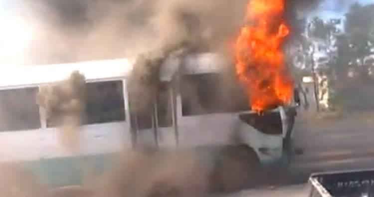 Video: Se incendia una guagua con pasajeros; se dirigía a Villa Mella