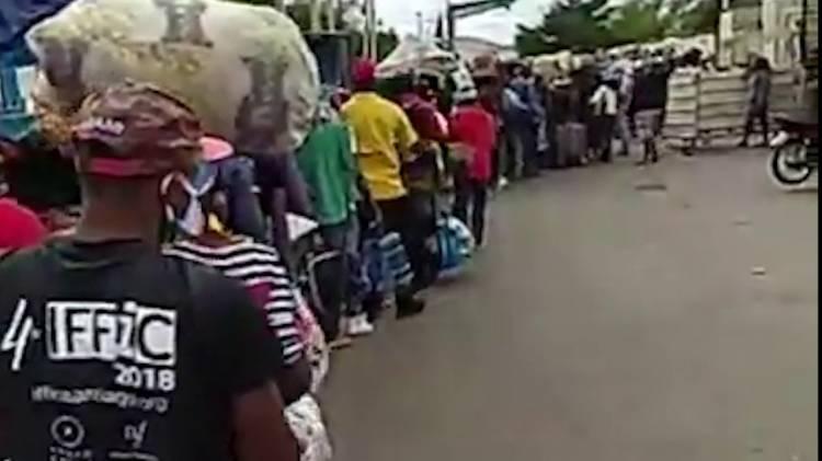 Video: Miles de haitianos abandonan RD por temor el coronavirus