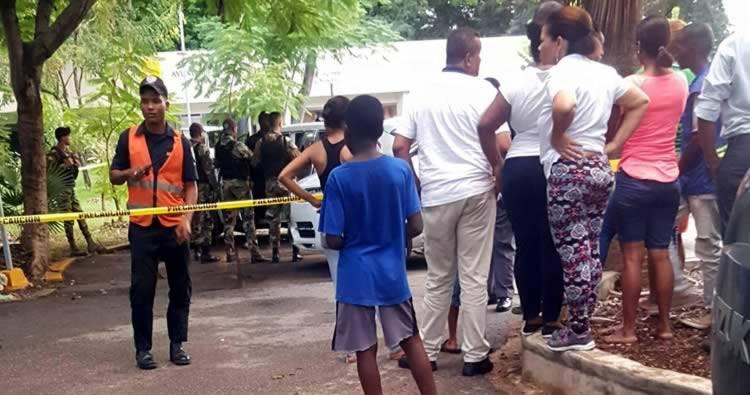 Hombre se suicida dentro de su vehículo en el Parque Mirador Sur