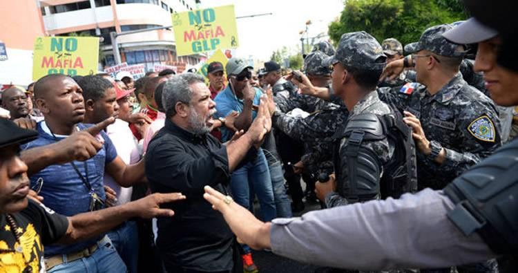 Choferes se lanzan a las calles en protesta con el lema 'No Mafia GLP'