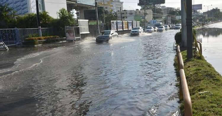Isaac provoca inundaciones y derribo de árboles en la capital