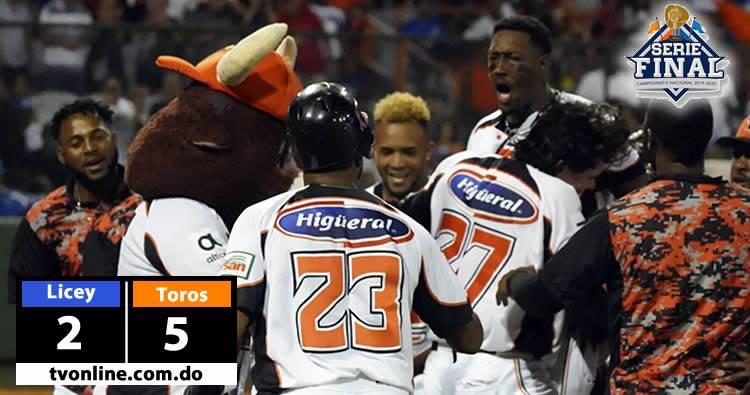Video: Toros derrotan a los Tigres del Licey, colocan serie Final 2-1 sobre Licey