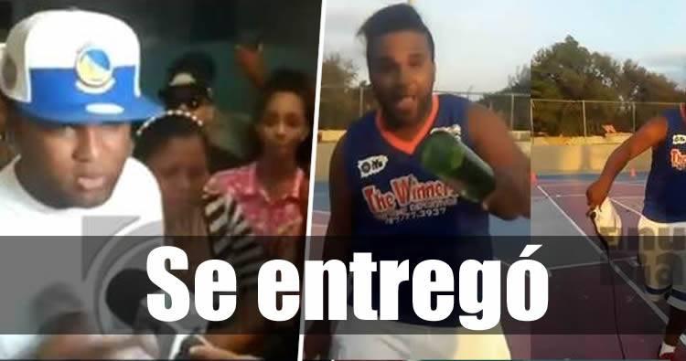 Se entrega joven acusado de agredir a mujer en cancha deportiva de Santiago