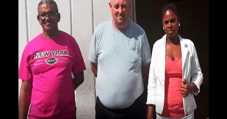 Mujer pide ayuda para mandar hombre británico a su país porque apenas vino con el pasaje