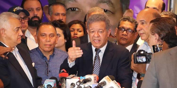 Leonel fernández deposita instancia contra JCE, el PLD y Gonzalo Castillo