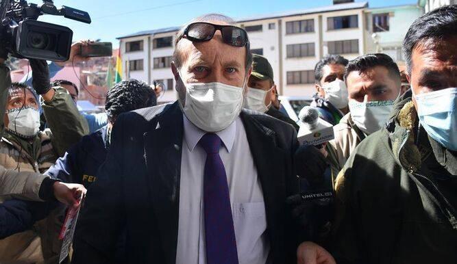 Un escándalo por la compra de respiradores provoca la destitución del ministro de Salud [Bolivia]