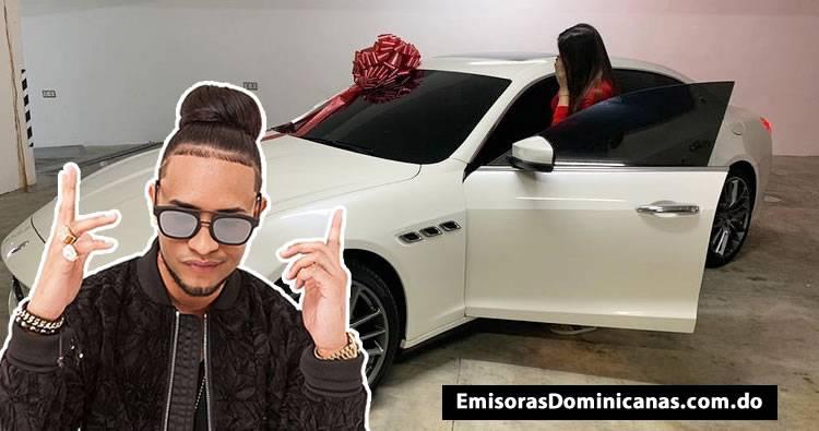 Mozart la Para sorprende a Dalisa Alegria con un Maserati