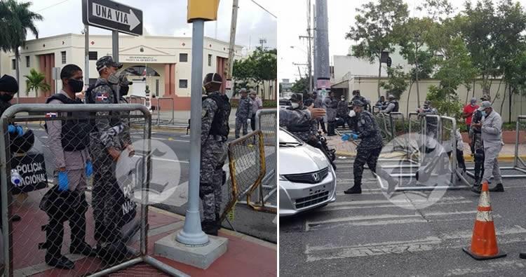 Video: El Palacio Nacional está cercado con vallas metálicas y policías