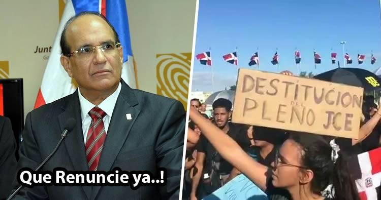 Protestan frente a JCE; piden destitución de miembros de la Junta