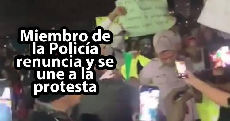 Video: Miembro de la Policía renuncia y se une a la protesta