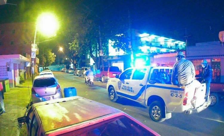 13 policías heridos durante toque de queda al ser recibidos a tiros, botellazos y pedradas