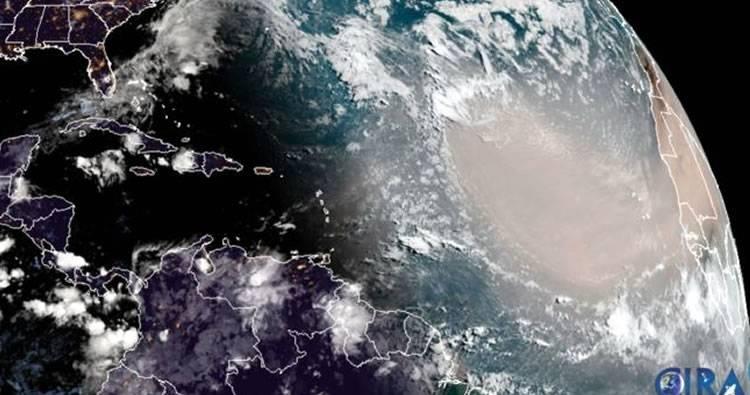 Polvo del Sahara: cuál es el fenómeno detrás de la densa nube que viajó 10.000 km
