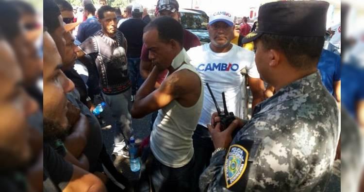 Diez choferes heridos de perdigones por protestar en contra del alza de combustibles