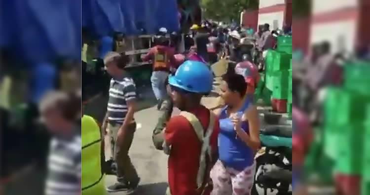 Video: Saqueo a camión de cerveza presidente accidentado
