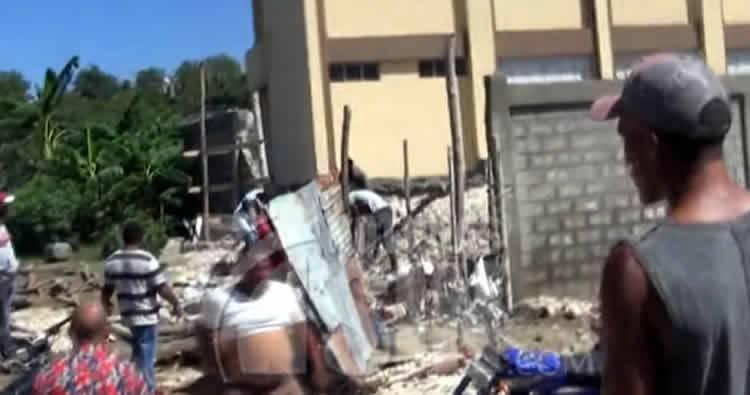 Se desploma otra pared de escuela en Azua