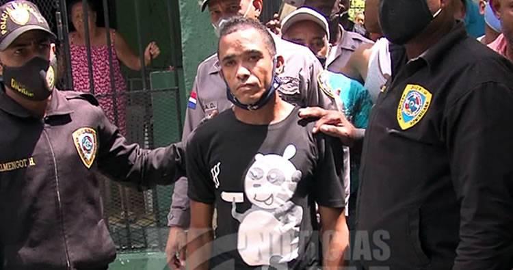 Video: Se entrega a la PN acusado de participar en asalto a tienda china en la avenida Duarte