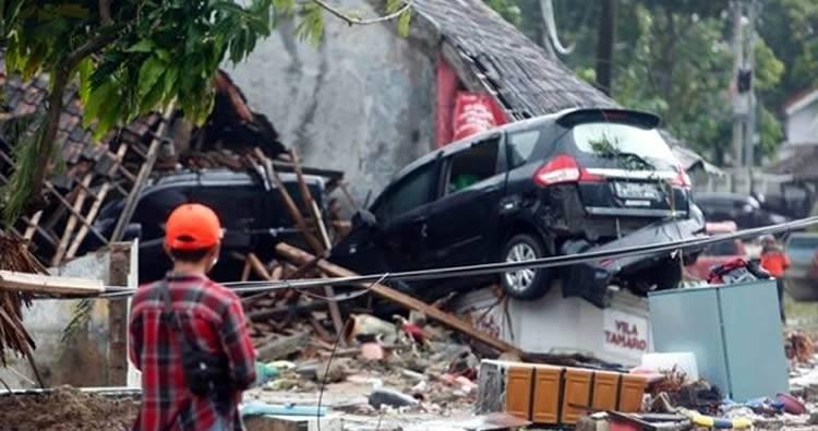 Tsunami en Indonesia (Video e imagenes)