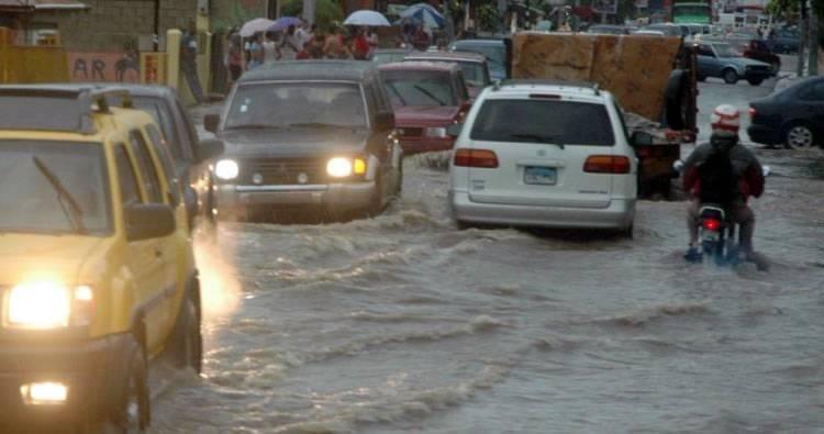 Video: Diez provincias en alerta debido al paso de onda tropical y una vaguada