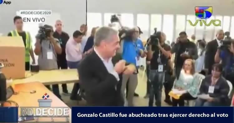Video: Abuchean a Gonzalo Castillo tras ejercer su derecho al voto