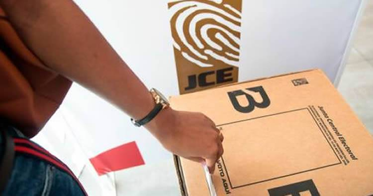 Volver al método de las boletas es la opción de la JCE si no hay consenso con el voto automatizado
